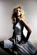c4513aaab6e3bebb_kate-moss-for-topshop-spring-summer-2014-campaign-8-vogue-8april14-pr_592x888.preview_tall